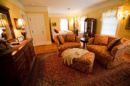 The Eisenhower Suite at the Historic Rosemont Inn of Virginia