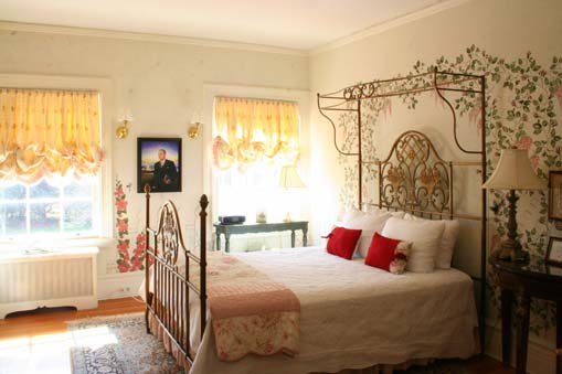 The Johnson Guestroom at the Historic Rosemont Manor