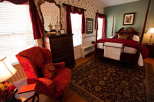 The Lindbergh Suite at the Historic Rosemont Manor of Northern Virginia