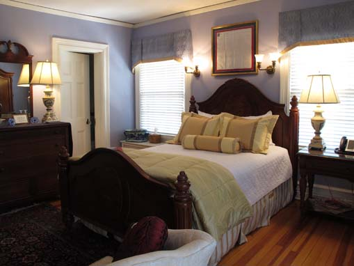 The Nixon Suite at the Historic Rosemont Manor